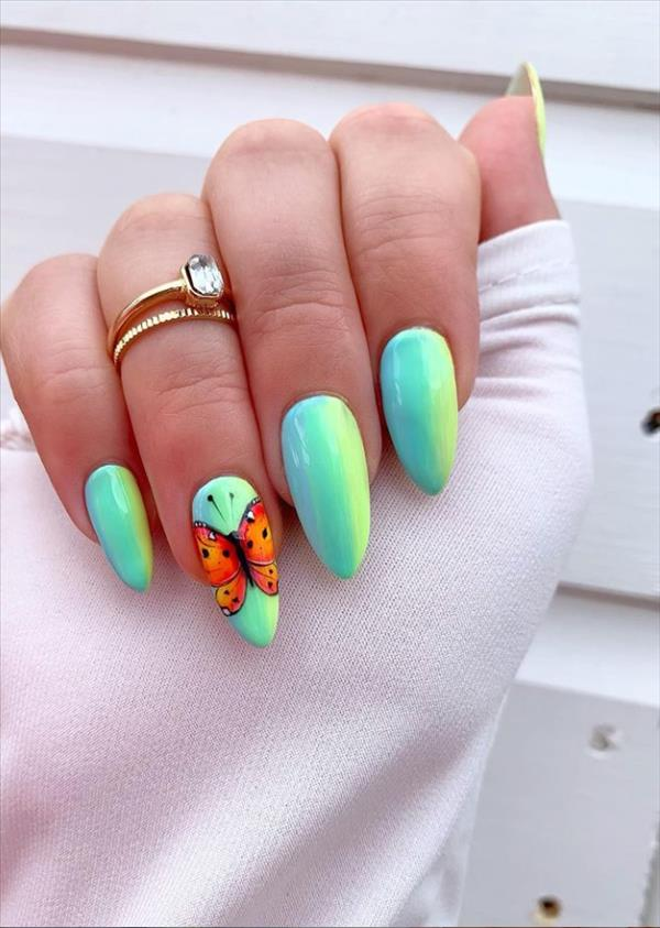 Short butterfly nails design : a pretty Summer nail sticker choice!
