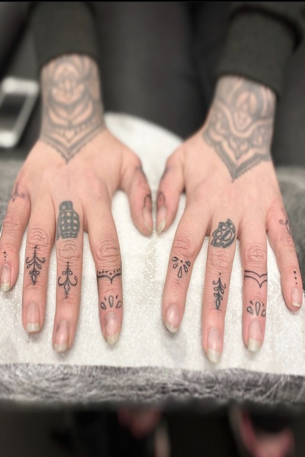 small finger tattoo is perfect for this summer