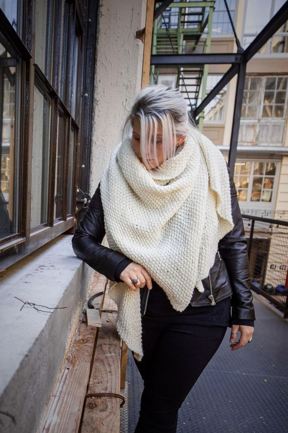 30 Stylish ways of how to wear a scarf this Fall 2021